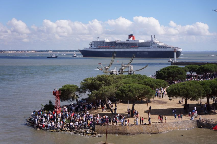 Le Queen Mary 2 arrive à Saint-Nazaire.